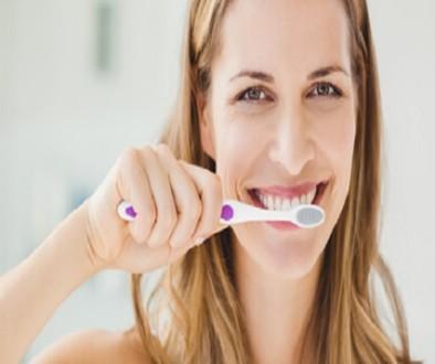 femme-brosse-a-dents